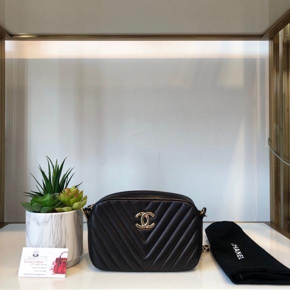 CHANEL Handbags - Chanel Camera Bag
